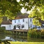 Luxury Waterside Getaway At The Dundas Arms (West Berkshire)